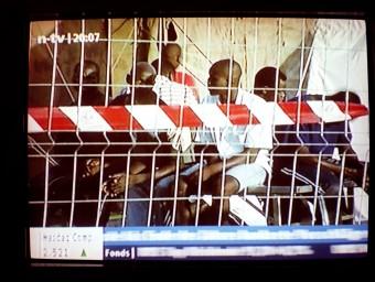 Una de les imatges de l'exposició que enfronten l'espectador amb el drama televisat Foto:MUME