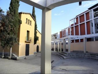 L'estructura de formigó de la plaça que envolta la masia de can Mariner és la causa de la controvèrsia. Foto:QUIM PUIG