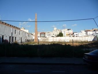 Terrenys on s'hi aixecarà el nou edifici de l'Angeleta Ferrer, al carrer Churruca. Foto:LL.A