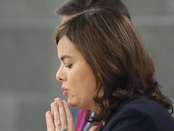 Soraya Sáenz de Santamaría, ahir, durant la roda de premsa posterior al consell de ministres Foto:ÀNGEL DÍAZ / EFE