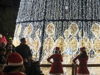 Les llums de Nadal es van adaptant Foto:EL PUNT AVUI