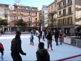 La pista de gel de la plaça Major, l'any passat. Foto:R. E.