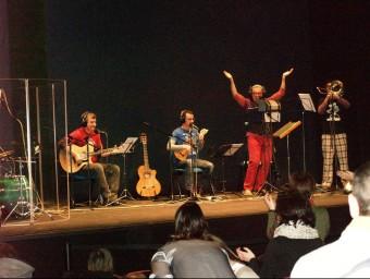 """Dani MIquels i els """"Ma,me,mi,mo, músics"""" al Tetare Micalet. Foto:ESCORCOLL"""