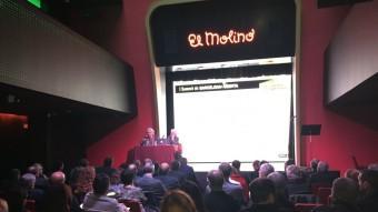 El periodista Lluís Permanyer -un dels ponents convidats juntament amb l'ex regidor Enric Truñó– i la propietària d'El Molino i vicepresidenta de Barcelona Oberta, Elvira Vázquez, durant la jornada d'ahir Foto:EL PUNT AVUI