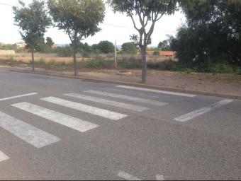 L'incasol no va construir voreres a la part del carrer que no s'ha desenvolupat urbanísticament. segons l'alcalde Foto:EPN