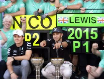 Hamilton i Rosberg, primer i segon en un GP. Una escena que s'ha repetit set vegades per aquest ordre. Aquí, a Suzuka Foto:FRANCK ROBICHON / EFE