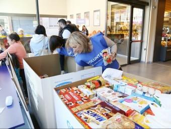 La recollida d'aliments es va portar a terme a establiments de tot Catalunya. Foto:ARXIU