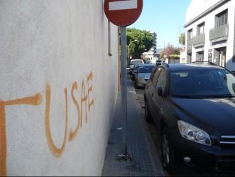 La Riera d'en Cintet de Vilassar de Mar, és un dels carrers on les seves voreres no són accessibles. Foto:LL. ARCAL