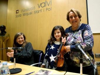 Mercè Saurina, a l'esquerra, i Isabel Oliva i Prat, durant l'acte a la Fundació Valvi. Foto:JOAN CASTRO / ICONNA