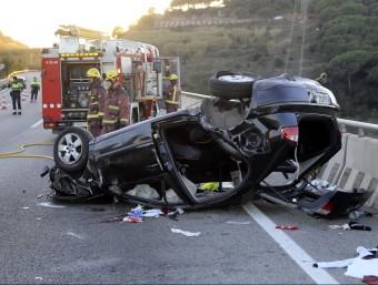 Imatge de l'estat del vehicle que ahir va patir un accident a la C-32 a Sant Pol Foto:Q. PUIG