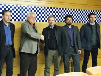 Els representants de les administracions i de l'empresa després de signar el protocol. Foto:J.C