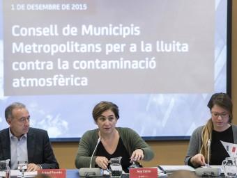 La presidenta del consell, Ada Colau, flaquejada per Antoni Poveda i Janet Sanz Foto:JOSEP LOSADA