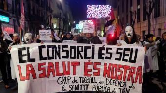 La manifestació va concentrar mig centenar de persones davant les portes de l'hospital de tarragoní Foto:INFOCAMP