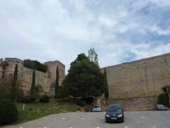L'aparcament de vehicles al costat de la seu del rectorat Foto:J.T