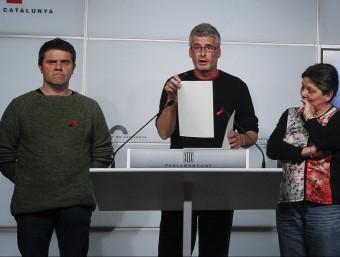 Els diputats de la CUP, Josep Manel Busqueta , Sergi Saladié i Gabriela Serra ahir a la ssala de premsa del Parlament Foto:EFE