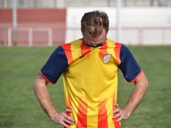 Sergi Moreno es lamenta de l'eliminació, un cop finalitzat el partit d'ahir contra Castella la Manxa Foto:ÁVARO MONTOLIU / FCF