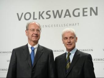 El president de Volkswagen, Matthias Müller, i el del consell de vigilància del grup, Hans Dieter Pötsch, aquest dijous a Wolfsburg, a Alemanya Foto:EFE