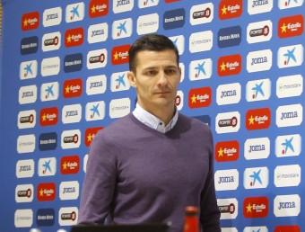 Galca en el moment de la seva presentació com a nou tècnic de l'Espanyol ahir a l'estadi de Cornellà Foto:FERRAN CASALS