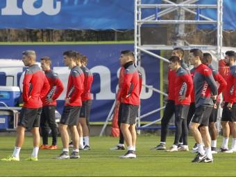 Constantin Galca seguint l'entrenament amb Marco Asensio i Gerard Moreno a prop Foto:RCDE