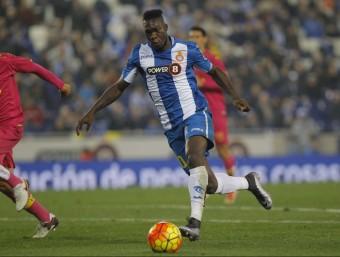 Caicedo en el moment de la rematada del gol del triomf ahir contra Las Palmas. Foto:FERRAN CASALS