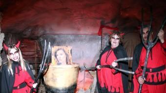 Les calderes de Pere Botero del Pessebre vivent de Linyola amb una foto de Soraya Sáenz de Santamaria Foto:ACN