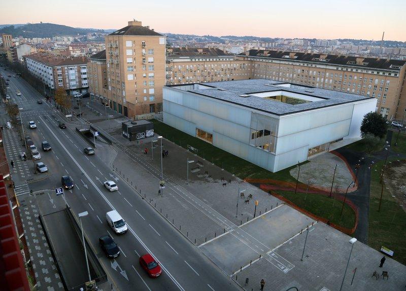 Una imatge exterior de la biblioteca.