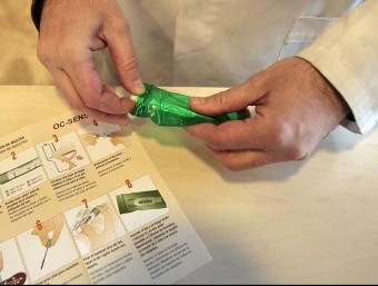 El kit que les farmàcies lliuren als participants. Foto:JOSEP LOSADA