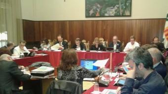 Imatge del ple de Figueres d'ahir al vespre, en què es va votar la moció de suport al Parlament Foto:M.V