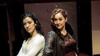 Neus Pàmies i Annabel Totusaus , divendres al matí a l'escenari del Teatre Victòria. Foto:JOSEP LOSADA
