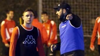 Pablo Machín , conversant amb Maffeo, un dels reforços d'hivern, durant un entrenament Foto:QUIM PUIG