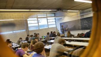 Alumnes en una de les aules de L'Escola Politècnica Superior de la Universitat de Girona, que ha superat amb èxit el procés d'acreditació de la Generalitat Foto:ROGER LLEIXÀ
