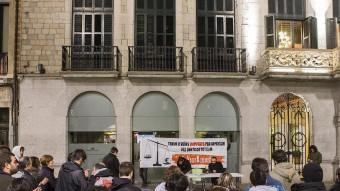 Un moment de l'acte de suport, ahir a la plaça del Vi de Girona. Foto:JORDI RIBOT/ICONNA