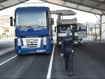 L'escàner del port permet inspeccionar el contingut d'un contenidor sense necessitat d'obrir-lo; s'utilitza sobretot per algunes classes de producte i per temes de seguretat.  Foto:JOSEP LOSADA