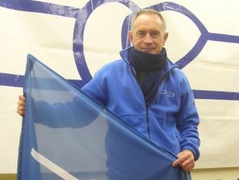 Tomàs, al local de la Plataforma en Defensa de l'Ebre a Tortosa, amb una bandera Foto:LL.M
