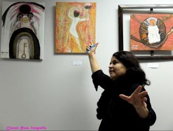 Rabia Abdous, amb algunes de les seves obres Foto:CÀMERA ROSA, FOTOGRAFIA