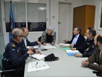 L'alcaldessa, amb els caps de la Policia Local Foto:EL PUNT AVUI