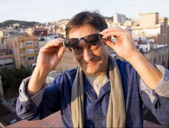 L'actor amb les ulleres característiques de Petri. Foto:ALBERT SALAMÉ