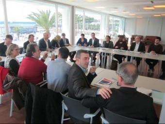 La signatura d'adhesió al pla per dinamitzar els polígons va tenir lloc ahir al port Balís de Llavaneres Foto:LL.M
