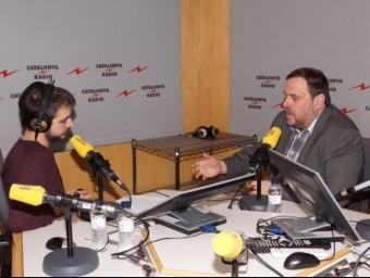 Ricard Ustrell entrevista Oriol Junqueras en els estudis de Catalunya Ràdio