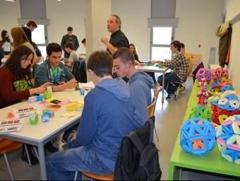 El taller de papiroflexia i matemàtiques, va ser un dels que es van fer ahir al matí. Foto:I.BOSCH