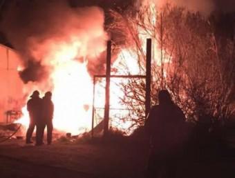 Un moment de l'incendi Foto:VILADEROSES.CAT