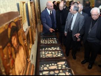 L'exposició, inaugurada ahir pel bisbe Francesc Pardo, estarà oberta a l'MD'A fins al 29 de maig Foto:MANEL LLADÓ