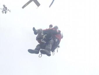 Efectius dels Bombers de la Generalitat treballen en el rescat d'una dona de 73 anys i veïna d'Alella que s'ha fet mal mentre baixava pel Montseny de de Sant Segimont cap a Viladrau Foto:ACN