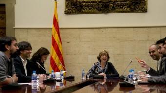 El president de la Generalitat , amb alcaldes dels municipis acusats per la fiscalia de sedició Foto:ALBERT SALAMÉ