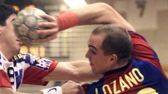 Lozano, en un partit de Champions amb el Barça el 1999 Foto:EFE