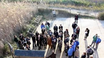 La delegació d'eurodiputats i membres de la PDE durant la visita al delta de l'Ebre de dilluns. Foto:ACN