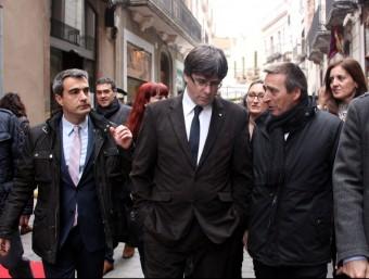 Puigdemont, ahir a Molins de Rei. A l'esquerra l'alcalde, Joan Ramon Casals Foto:ACN