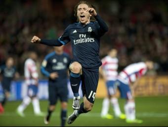 Modric celebra el seu gol balsàamic a Los Cármenes Foto:EFE
