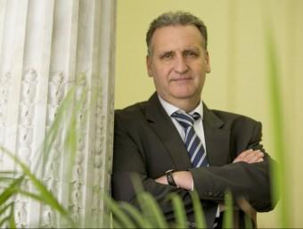 Xavier Teixidó a l'oficina de l'entitat.  Foto:ALBERT SALAMÉ