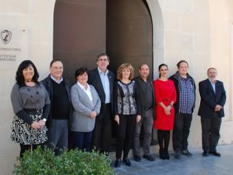 Maria del Carme Rallo, al centre de la imatge, amb els regidors del nou govern Foto:EL PUNT AVUI